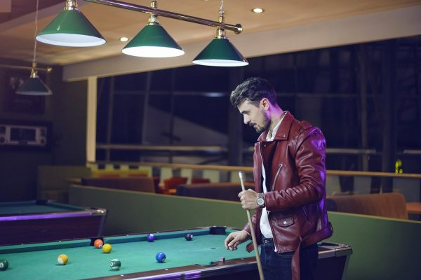 guy-playing-billiard-1967834_1280
